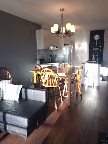 NICE FLAT CLOSE TO THE AIRPORT! - Dorval - Apartment