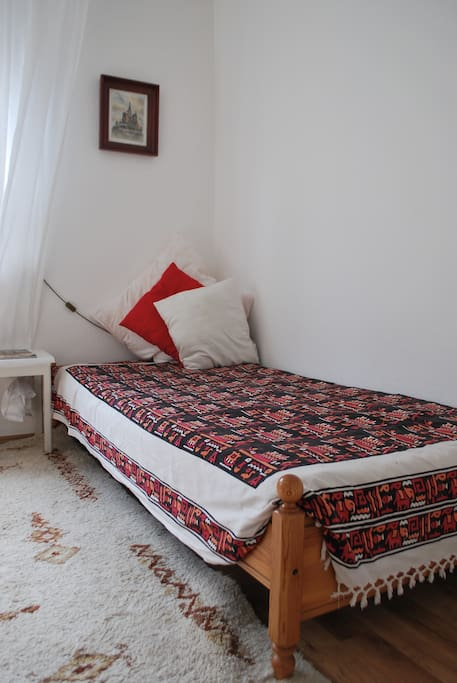 A single bed for a child or an adult who wants a separate room.