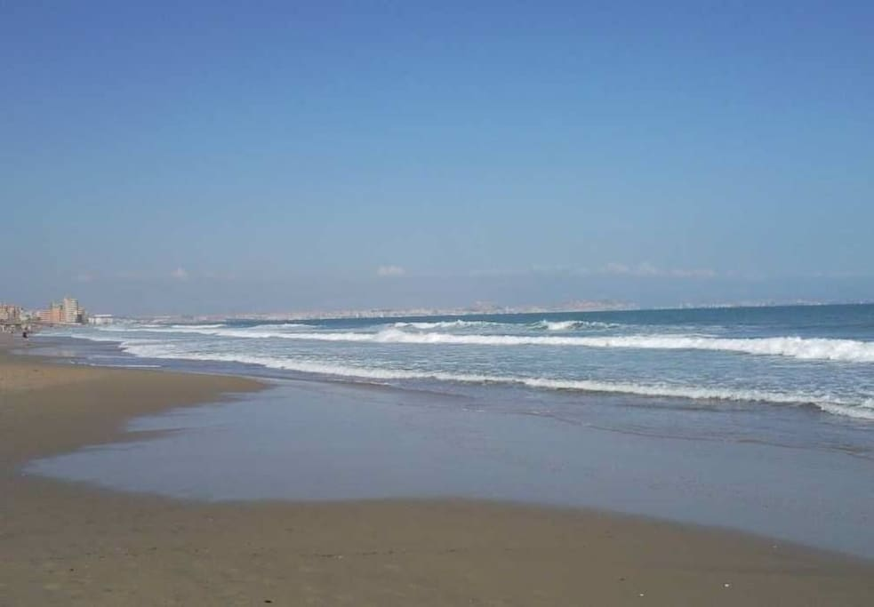 Increible arena blanca y agua cristalina