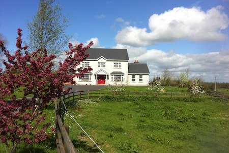 Gortnamacken House - Loughrea  - Bed & Breakfast