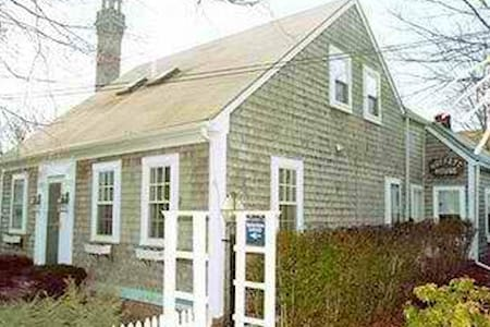 MOFFETT HOUSE INN - center of ptown - Provincetown - Dům