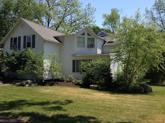 Spacious house near all five colleges! - Northampton - Casa