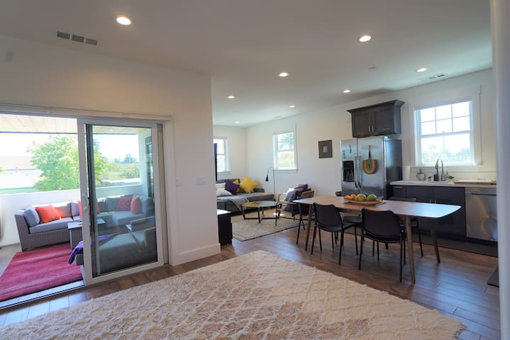 New designer upstairs apartment downtown Livermore