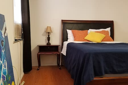 BUDGET Queen bedroom in Italian Market - Philadelphia - Hostel