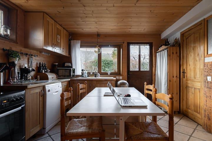 Appartement 60m2 Dans Un Chalet Terrasse Jacuzzi Guest Houses For Rent In Allonzier La Caille Auvergne Rhone Alpes France
