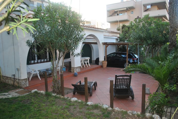 Casa 2-4-6-8 per.playa y golf Salou - ซาลู - บ้าน