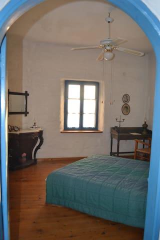 The upper bedroom entrance