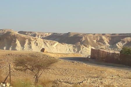 Indulgence in the desert בית מפנק בלב מדבר