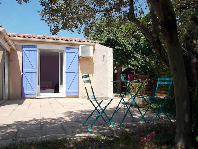 Chambre avec salle de bain privée et accès piscine - Coudoux - Bed & Breakfast