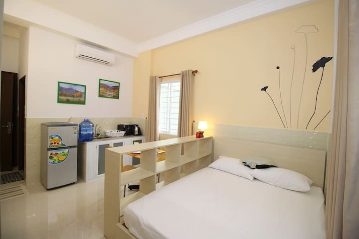 Super clean & cozy room in the heart of backpacker