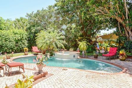 Luxury Pool Home Near the Water! - 西棕榈滩 - 独立屋