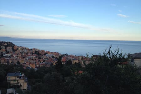 Airbnb top 20 varazze villa and bungalow rentals airbnb for Piccoli piani bungalow