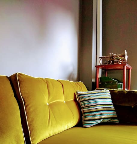 Living Room : colonial sofa with vintage cornet