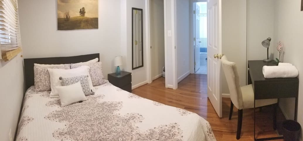 COZY Place enjoy 1BR+Private Bath, min away to DC!