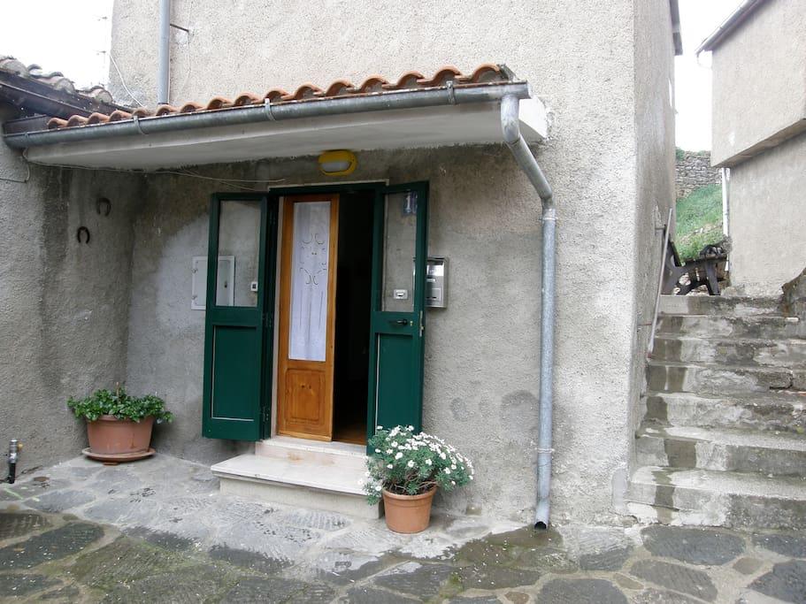 Casa in piccolo paese della maremma case in affitto a for Piccolo creatore della pianta della casa