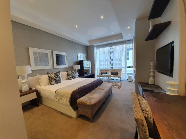 Sandton Skye Apartment #110