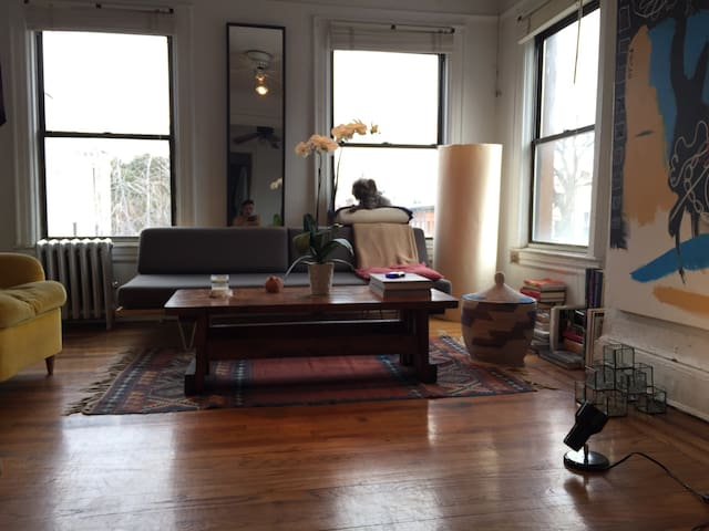 Room at  Artist  Apt in Wburg, BK - Brooklyn - Apartment