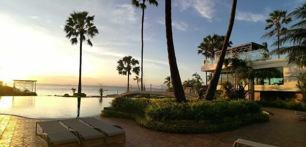 私家沙滩和超大带按摩泳池