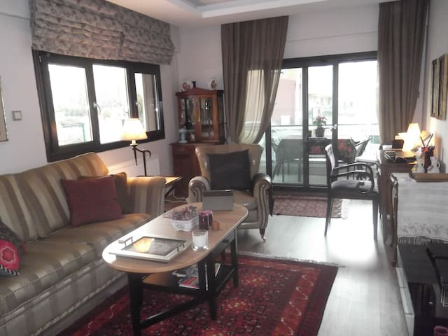LOVELY APARTEMENT WİTH POOL - Karşıyaka - Flat