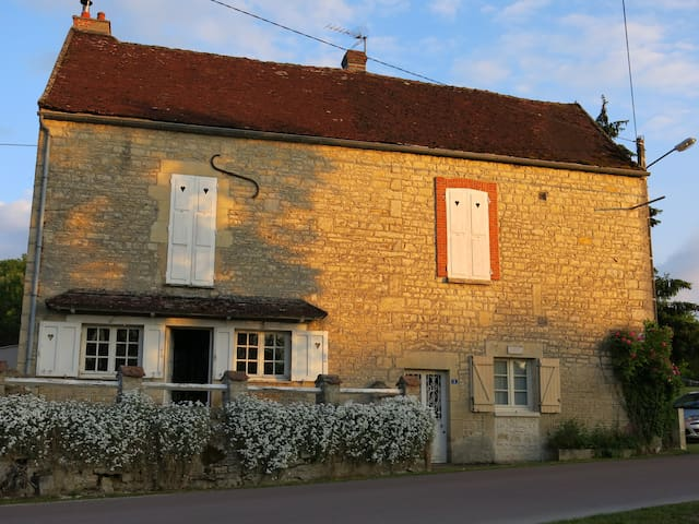 Burgundy waterfront home at Chablis - Ancy-le-libre - Casa
