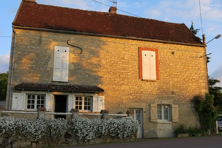 Burgundy waterfront home at Chablis - Ancy-le-libre - Dom