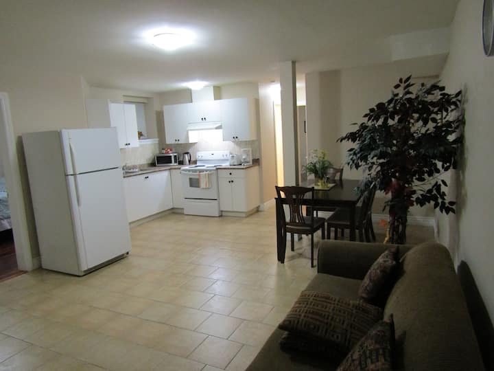 Charming 2-Bedroom Suite with own Entrance/Suite-L