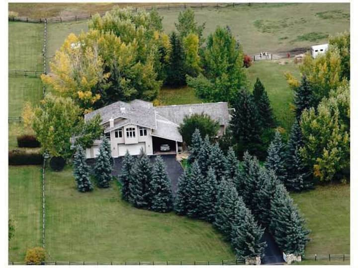 Acreage 20mins West of D/T Calgary