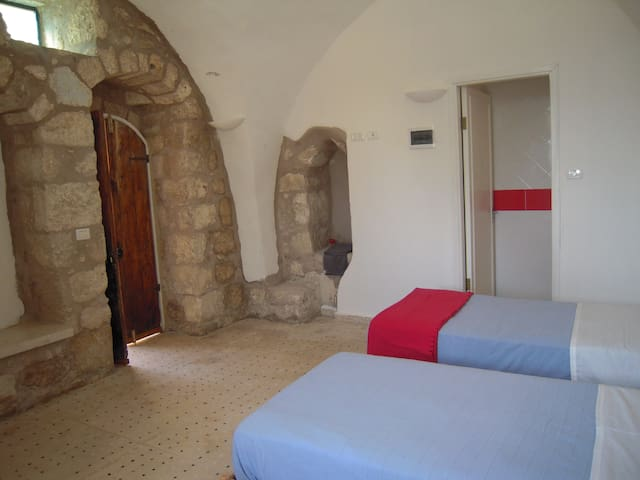 Charming guesthouse Opus room - Sebastia - Bed & Breakfast