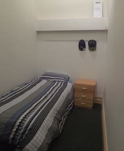 Tiny private Bedroom - Ascot Vale