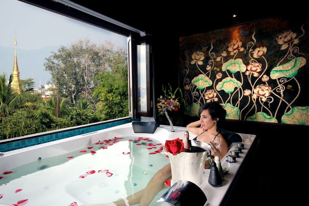 Jacuzzi with Chiang Mai city view