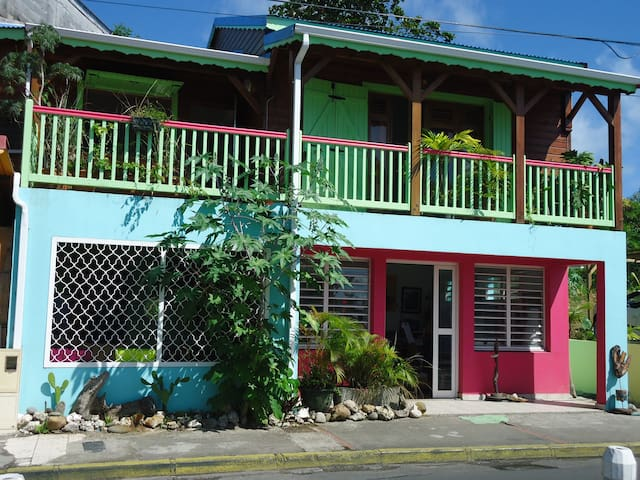 Maison de ville en bois type créole - Le Gosier - Casa