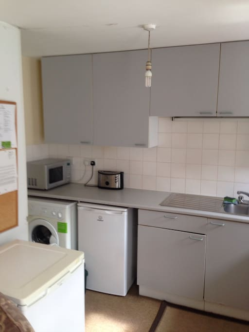 You are welcome to use my kitchen: stove, oven, microwave, toaster, refrigerator, freezer, pots pans, plates, cups and utensils all available. Supermarket within one minute walking distance open daily until midnight also many restaurants in Camden if you don't want to cook.