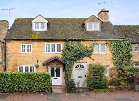 Charming Cottage in Heart of Bourton-on-the Water