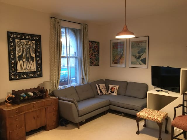 Modern Flat with Balcony & Garden in Forest Hill - London