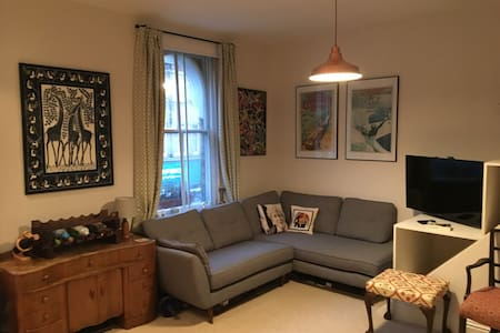 Modern Flat with Balcony & Garden in Forest Hill - London - Lägenhet