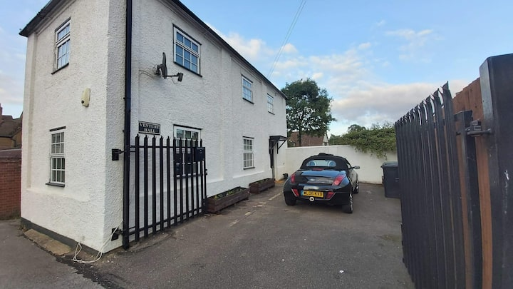 Delightful detached two bedroom house