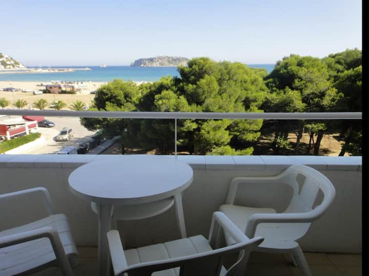 Apartments on the beachfront with sea views. Ref.Mirasol-24