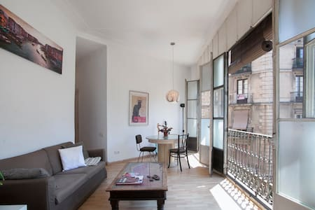 Bright private room by Las Ramblas - Barcelona
