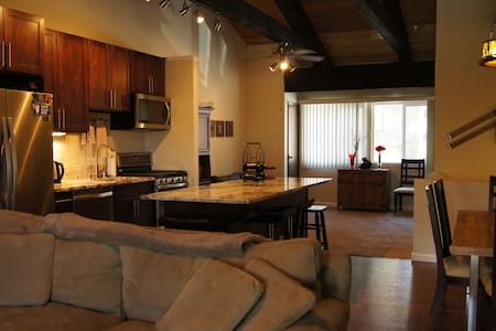 3bd 2.5 bath, 1,500 sq. feet condo conveniently located in Tahoe City with walking access to Lake Tahoe and 15-20min. drive to Northstar, Squaw and Alpine Ski Resorts. Property includes access to onsite heated pool, hot tub, sauna and tennis courts.