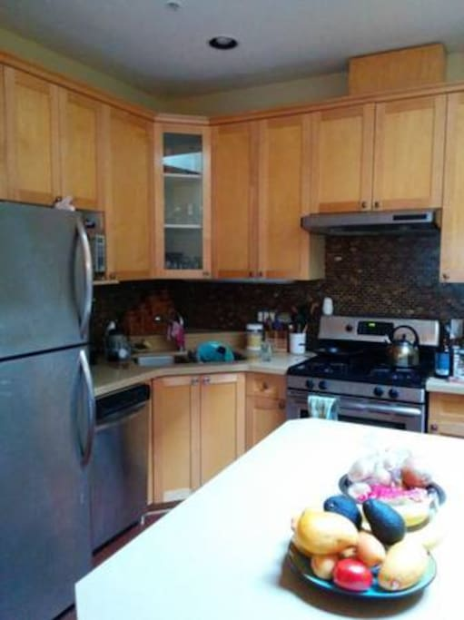 Stainsteel appliances, wide open kitchen great for cooking!
