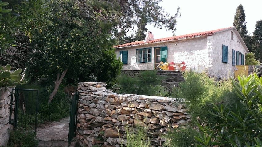 Charming Waterfront House - Supetar - House