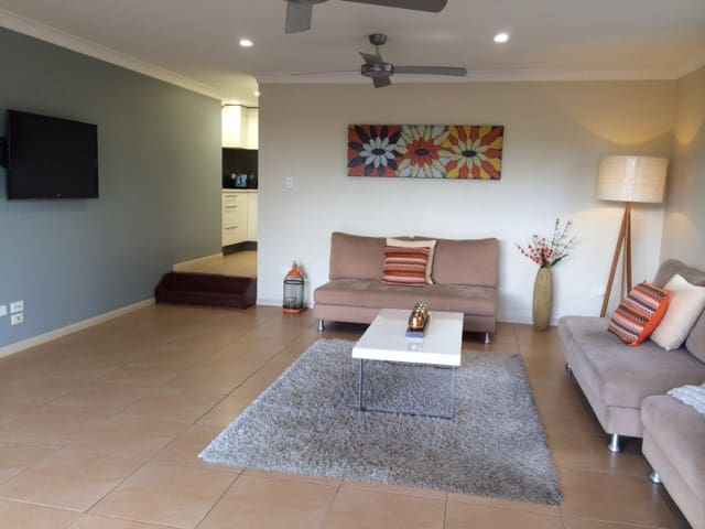 Spacious Private Apartment - Balmoral - Apartamento