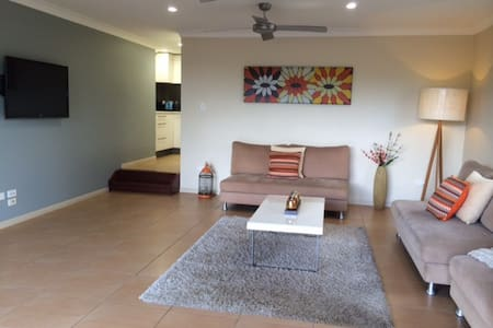 Spacious Private Apartment - Balmoral - Pis