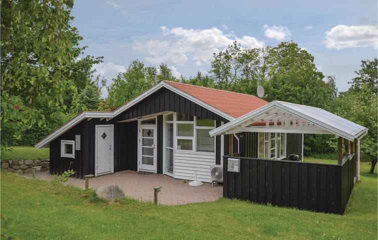 Holiday cottage with 3 bedrooms on 60 m² in Føllenslev