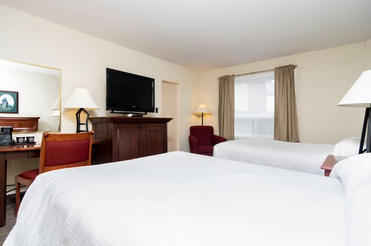 Spacious and Modern Hotel Room on HWY 1 (GFW, NL)