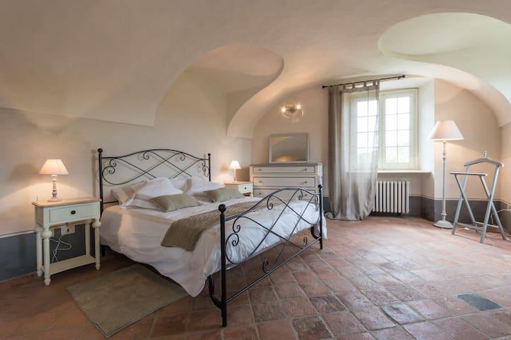 La dimora del Leu Charme and comfort - Casalborgone - บ้าน