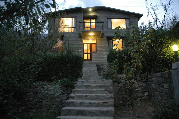 The Secret Cottage: Exclusive, Independent Cottage - Kullu - Manali - Casa