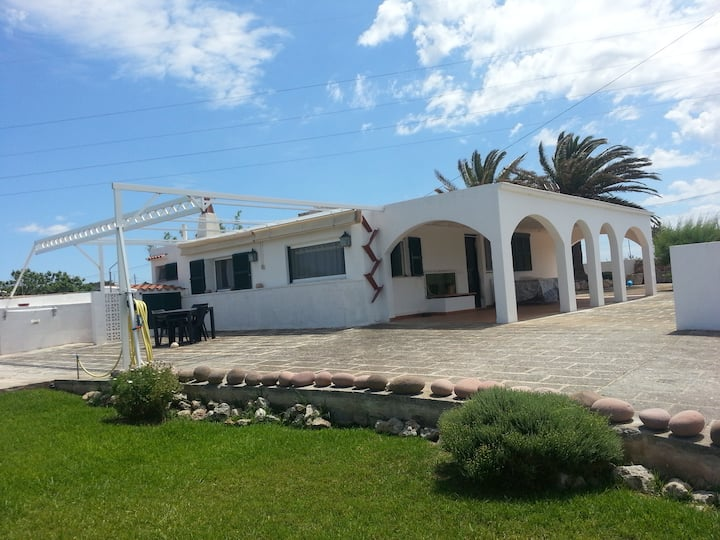 Villa with pool and garden ( Families Welcomed )