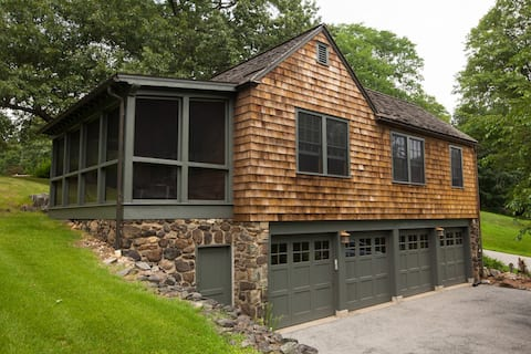 The Carriage House: Vacation Home & Retreat