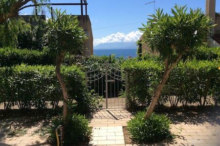 Villa del faro sul mare 5 posti - Santa Flavia